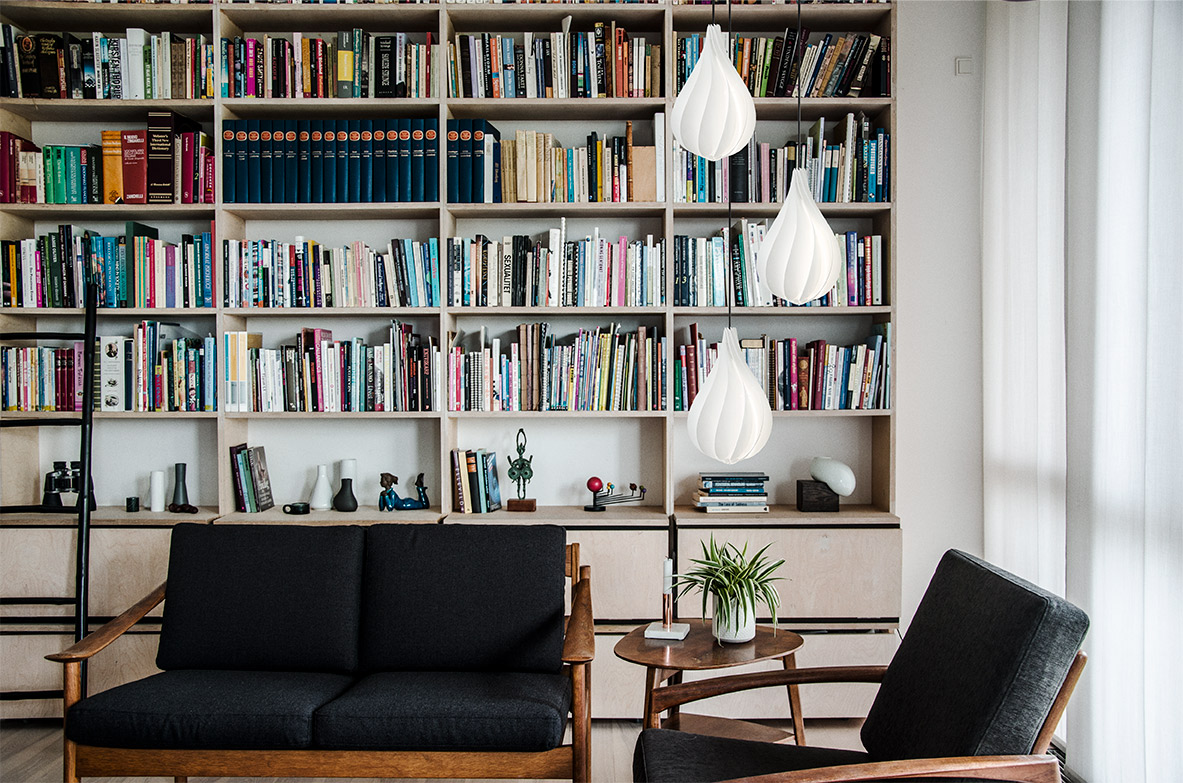 2102_Alva_medium_white_black_cord_bookshelf_livingroom_environment
